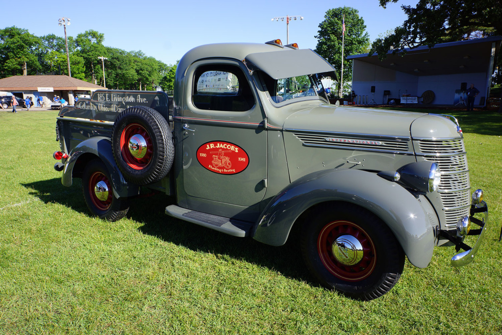 Terry Jacobs' beautiful 1940 International Harvester D-2 half-ton short bed pickup.
